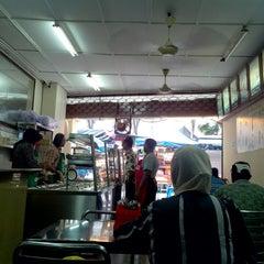 Photo taken at Restoran Shahira by Aiman Zhafransyah on 4/27/2014