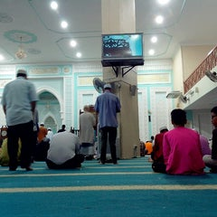 Photo taken at Masjid Ridzwaniah by Aiman Zhafransyah on 7/25/2014