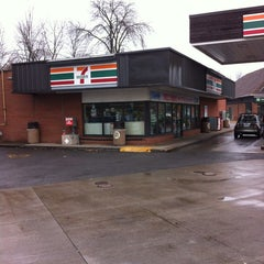 Photo taken at 7-Eleven by Jose R. on 11/22/2013