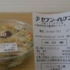 Photo taken at セブンイレブン 江坂エスコタウン店 by つじやん賃貸 全. on 11/18/2012