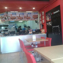 Photo taken at Domino's Pizza by ☕ALİ ÜNLÜ←☕← on 4/8/2015