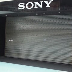 Photo taken at Sony Store by Flávio S. on 4/21/2014