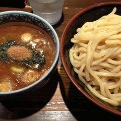 Photo taken at 三田製麺所 恵比寿南店 by yama _. on 11/26/2012