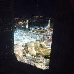 Photo taken at Mövenpick Hotel & Residences Hajar Tower Makkah by 🐟🐋SU MİSALİ 🐋🐟 on 7/18/2015