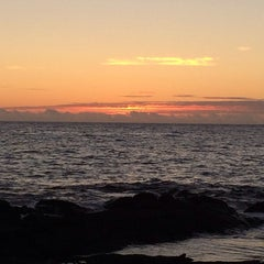 Photo taken at Hōnaunau Bay Puʻuhonua Pt. by Sean K. on 3/7/2014