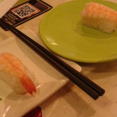 Photo taken at Sakae Sushi by Nichelle G. on 4/6/2014