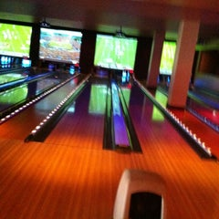 Photo taken at Lucky Strike Phoenix by Ray Y. on 9/16/2012
