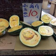 Photo taken at 蜜世界 Fruit Market by Justin X. on 5/25/2014