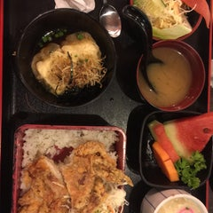 Photo taken at Hana Japanese Restaurant by vickie m. on 10/1/2015
