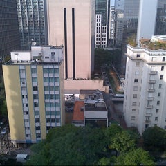 Photo taken at Edifício Paulista 1100 by Feng Z. on 10/27/2012