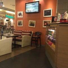 Photo taken at Black Canyon Coffee by PINTREE on 12/23/2015