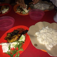 Photo taken at Ayam Bakar Wo Aini by A A. on 3/10/2014