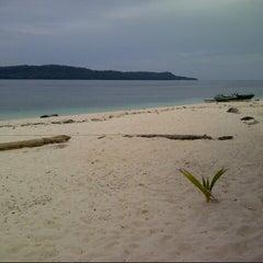 Photo taken at Pulau Lihaga (Lihaga Island) by Sonny S. on 6/17/2014