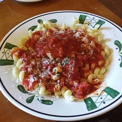 Photo taken at Olive Garden by Thomas M. on 7/12/2014
