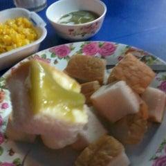 Photo taken at ป้าแอ๊ะ นมสด ขนมปังสังขยา (ข้างสมาคมฮากกา) by Tidarat P. on 10/2/2014