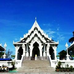 Photo taken at วัดแก้วโกรวาราม (Wat Kaew Korawaram) by Aek P. on 10/18/2015