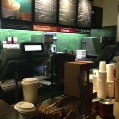 Photo taken at Starbucks by Arlete S. on 2/19/2013