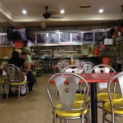 Photo taken at Restoran Impian Maju by Muz muzahim on 2/21/2013