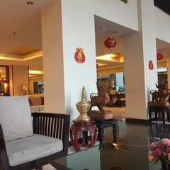 Photo taken at โรงแรมมณีนาราคร (Maninarakorn Hotel) by W. K. on 2/24/2015