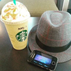 Photo taken at Starbucks by Addy S. on 8/8/2015
