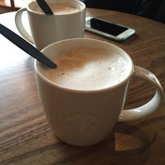 Photo taken at Starbucks by Hoshino Y. on 2/10/2016