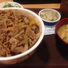Photo taken at すき家 品川東店 by さんじょ on 5/29/2014