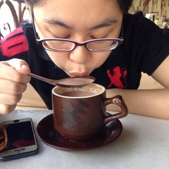 Photo taken at OldTown White Coffee by Bong Y. on 3/29/2015