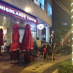 Photo taken at Highlands Coffee by Linh V. on 1/26/2015