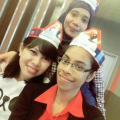 Photo taken at KFC by Adri Y. on 6/22/2015