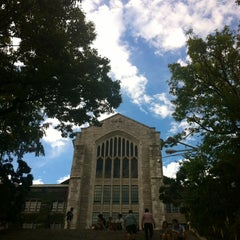 Photo taken at 이화여자대학교 ECC 열람실 (Ewha Womans University ECC Center Library) by Nguyen H. on 9/9/2014