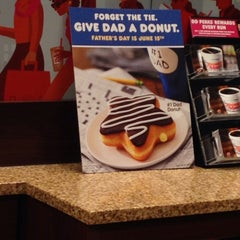Photo taken at Dunkin' Donuts by Kate M. on 6/5/2014