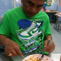 Photo taken at Restoran Al Sarjah by Siti Safiza K. on 5/4/2014