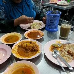 Photo taken at Restoran Al Sarjah by Siti Safiza K. on 5/3/2014