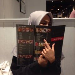 Photo taken at Secret Recipe by Lutfiyah on 7/23/2015