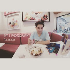 Photo taken at Swensen's (สเวนเซ่นส์) by Nattapon B. on 6/23/2015