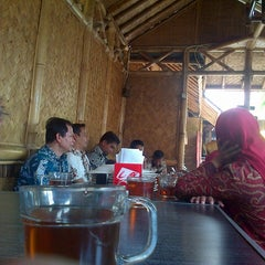 Photo taken at Kedai Mangga by Eka Hasan S. on 10/28/2014