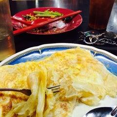 Photo taken at Gou Lou Mamak & Western Food (高佬妈妈档) by Daniel D. on 1/13/2015