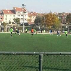 Photo taken at Abdurrahman Temel Futbol Sahası by Enes B. on 11/15/2015