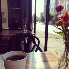 Photo taken at Coffeehouse Northwest by René S. on 8/16/2014