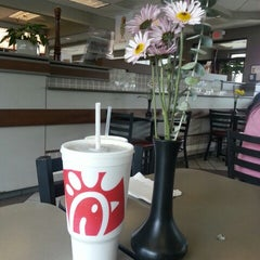 Photo taken at Chick-fil-A by Sandra R. on 8/15/2013
