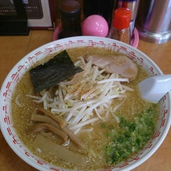 Photo taken at らーめんゆうきや総本店 by KT on 8/7/2014