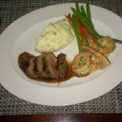 Photo taken at McCormick & Schmicks Seafood Restaurant by Keith T. on 2/10/2013