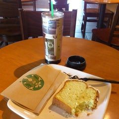 Photo taken at Starbucks by Irving A. on 7/14/2012