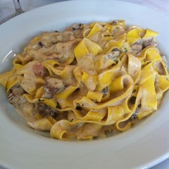 Photo taken at Lorenzo Pizzeria & Cantina by Luiz Fernando R. on 12/29/2012