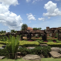 Photo taken at สวนนงนุช (Nong Nooch Garden & Resort) by ittipatlee™ on 5/11/2013