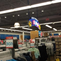 Photo taken at Old Navy by B B. on 7/4/2014