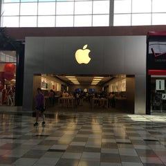 Photo taken at Apple Store, Brandon by Greg S. on 5/22/2013