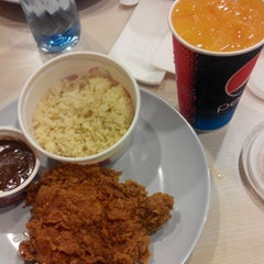 Photo taken at KFC by Fatin A. on 9/28/2014