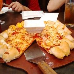 Photo taken at Pizza Hut by Ana K. on 8/9/2015