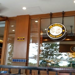 Photo taken at OldTown White Coffee by Wilson T. on 9/28/2013